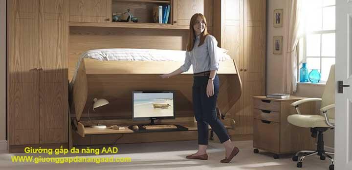 giường lật thành bàn làm việc bên dưới