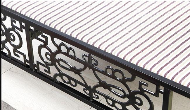 họa tiết trang trí phía chân giường sắt